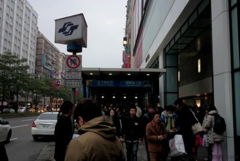 Zhongxiao Dunhua station