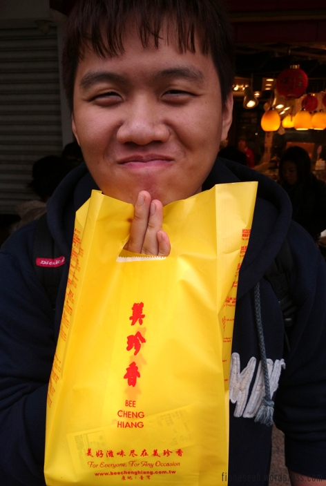 Someone's so happy to buy bak kwa in Taiwan -_-