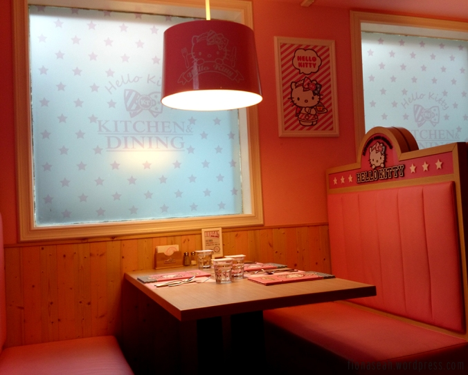 Deco has changed a bit since the last time I came. They used to hang a small Hello Kitty plushie from the ceiling light