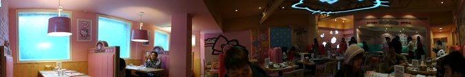 Panoramic view of the restaurant (tried my best!)