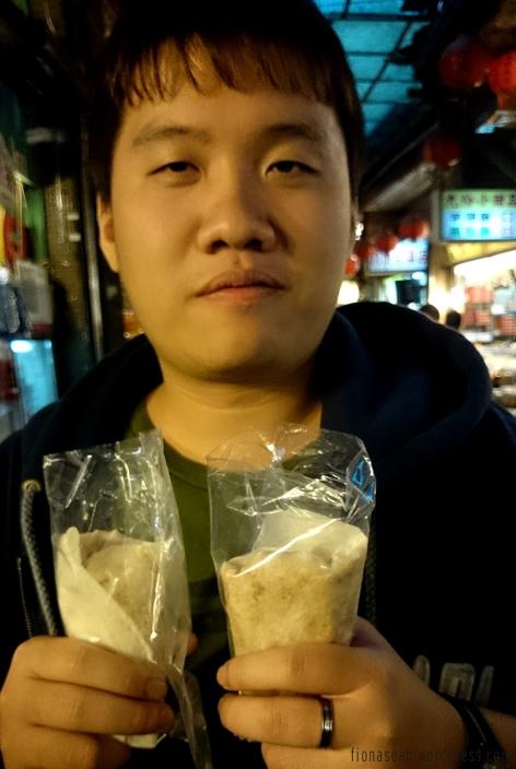 杨师傅 treating us to some Jiufen specialty, omg.