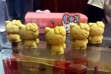 Hello Kitty cake.. These are just for display