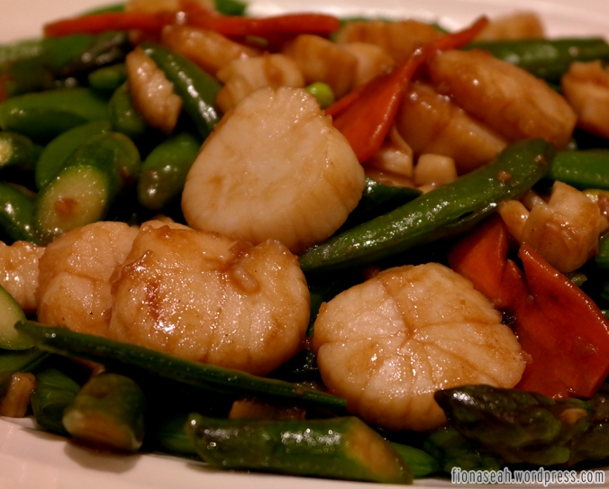 Stir-fried Scallop with Asparagus & Honey Beans in Chef's Signature Sauce