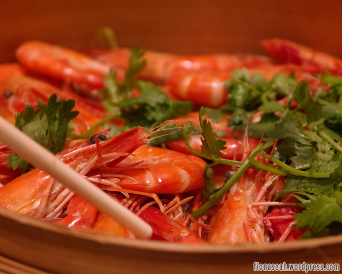 Drunken Live Prawns in Hua Diao Wine - Served with Dang Gui and Wolfberries