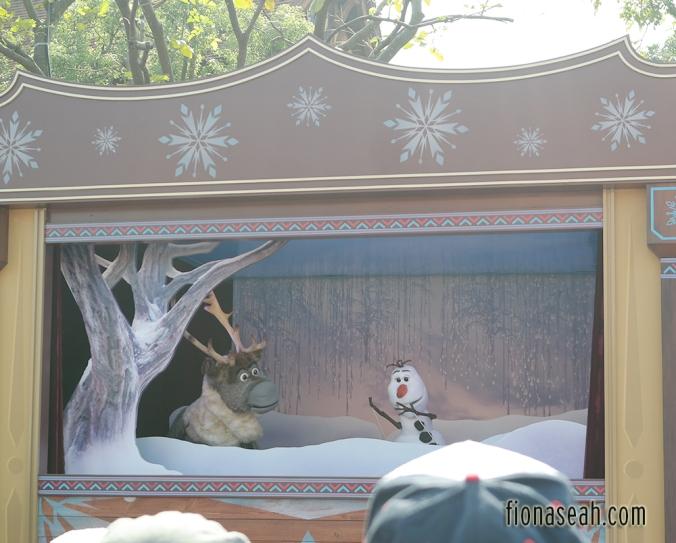 """""""Frozen"""" puppet show"""