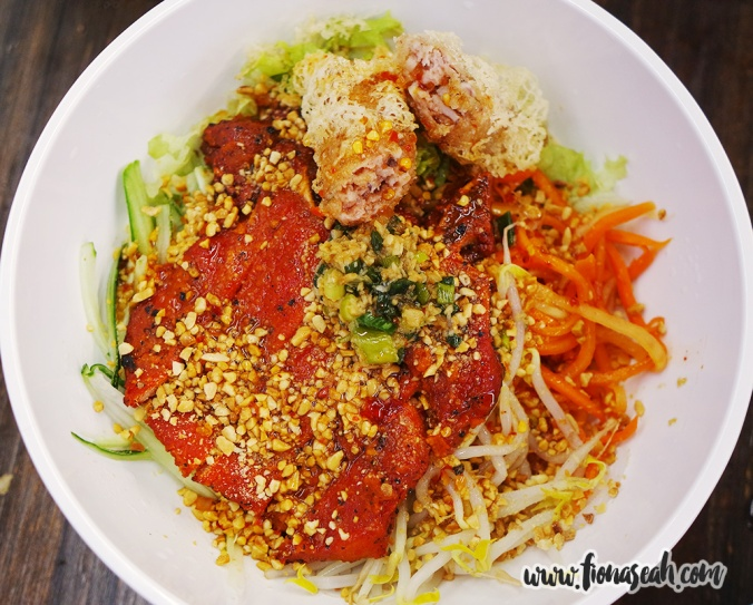 Dry Rice Vermicelli with Roasted Pork Chop and Spring Roll (S$8.90)