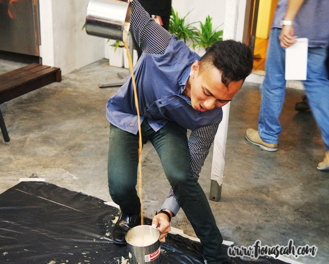 Thereafter, some of our Teh Tarik skills were put to the test! Here's my team member Zulfadli putting up a brilliant performance!