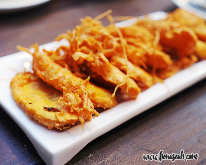 Crispy Banana Fritters (S$4.90 for 7 pieces)