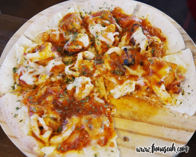 Seafood in Chilli Crab Sauce Pizza (S$15)