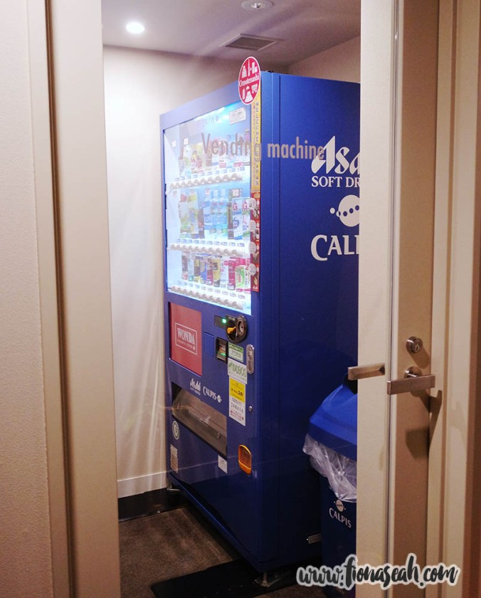 The Japanese looooove their vending machines. Look, they even dedicated a room for one at the hotel HAHA