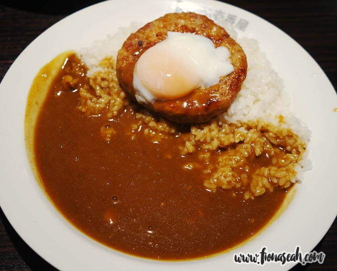 Soft-boiled Egg and Chicken Meatball Curry (¥714)