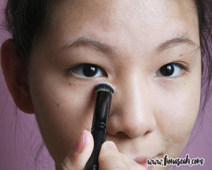 Bellápierre Mineral Foundation - using Concealer Brush no. 16