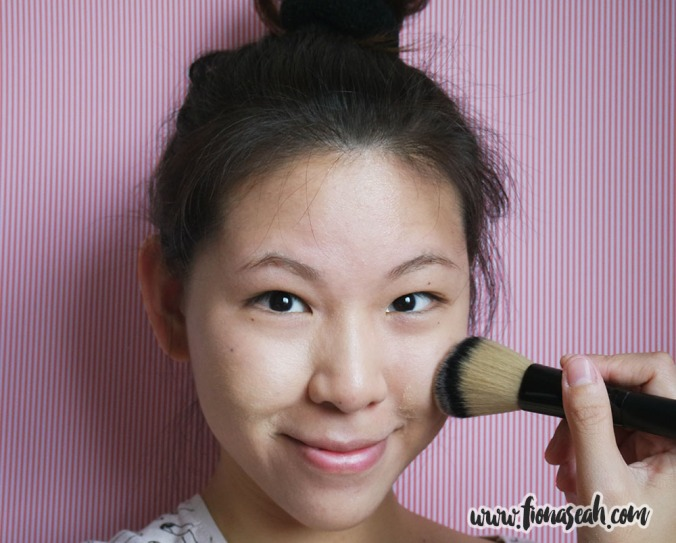 Bellápierre Mineral Foundation - using Powder Brush no. 23