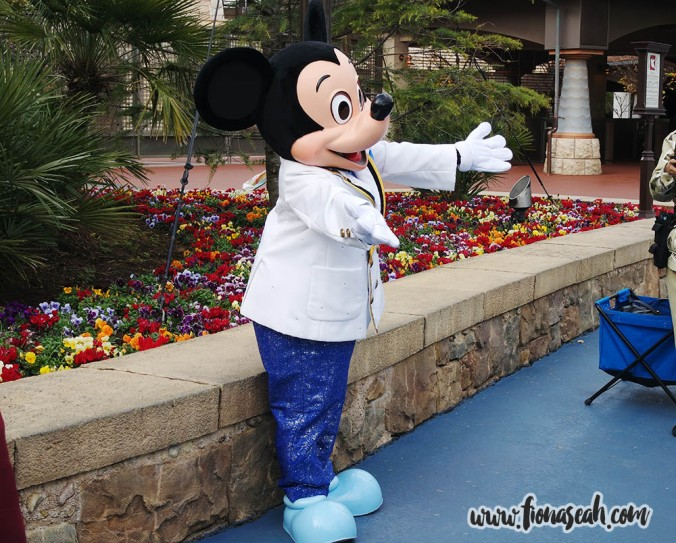 Busy Mickey greeting his little fans at the entrance!