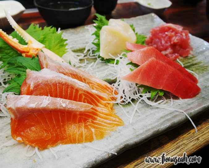 One of the many sashimi platters on the menu (¥2700)