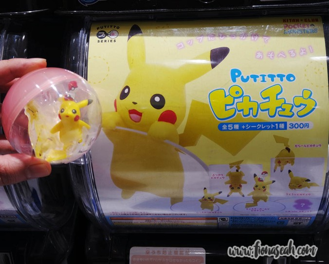 Pokémon toy vending machine! Look what I got :D