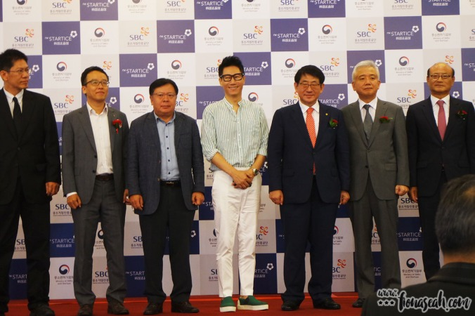 Ji Suk-jin and the other VIPs present at the grand opening