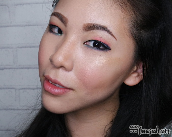 M·A·C Extra Dimension Skinfinish in Whisper of Gilt - with my Sigma F41 Fan Brush (much better!)