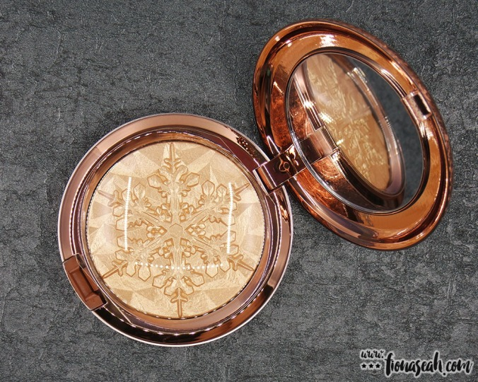 M·A·C Extra Dimension Skinfinish in Whisper of Gilt