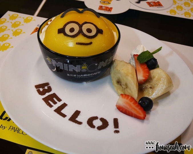 This Minion is too cute to be eaten! Mango pudding with fruits and vanilla ice cream within.
