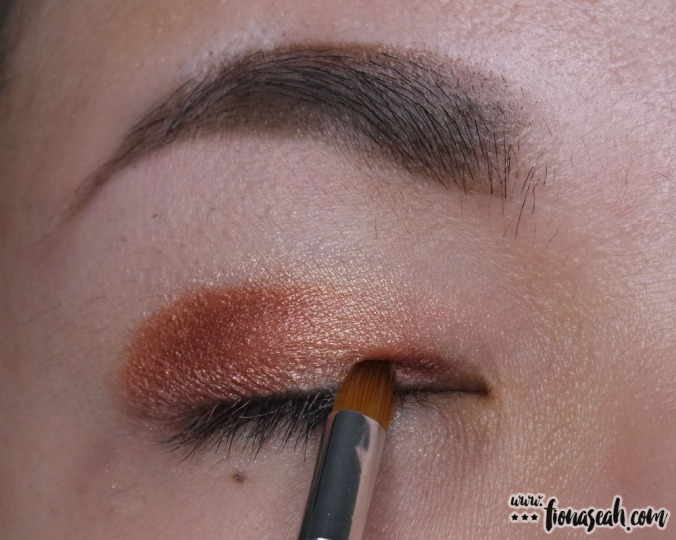 Be extra - apply defining shade on the inner corner to add emphasis to the center of the lid
