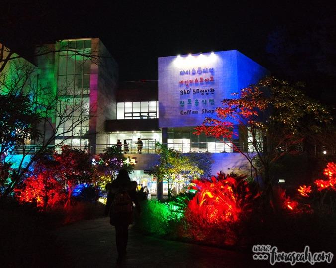 Arboretum Theme Park at night