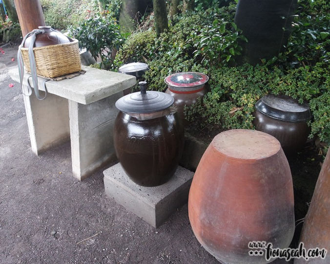 The pots used to store kimchi or brew tea, I guess?
