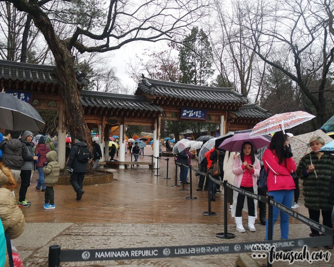 Nami Island entrance (the queue is for the return trip to the dock)
