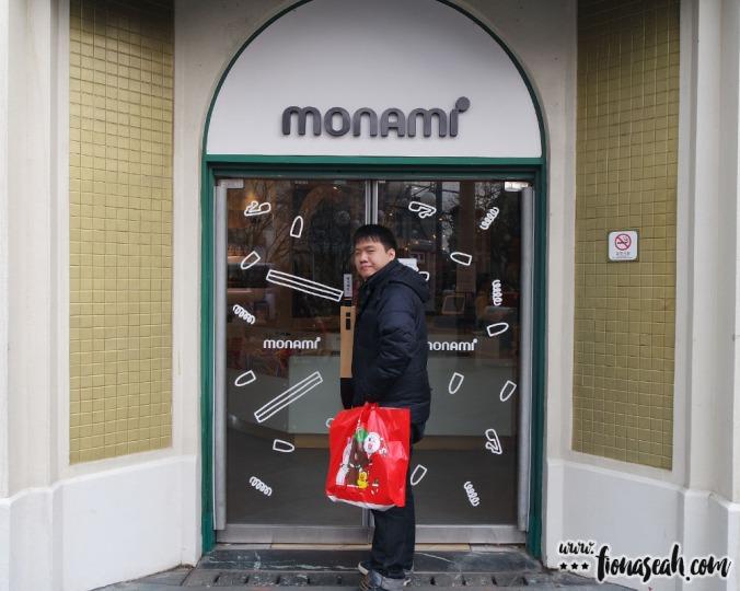 Last gift shop stop - Monami