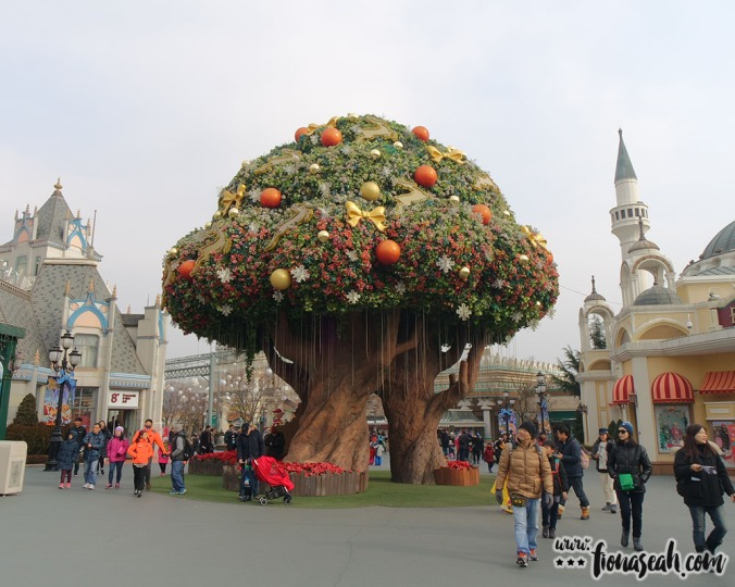 The centrepiece of Everland - an enchanting Christmas tree
