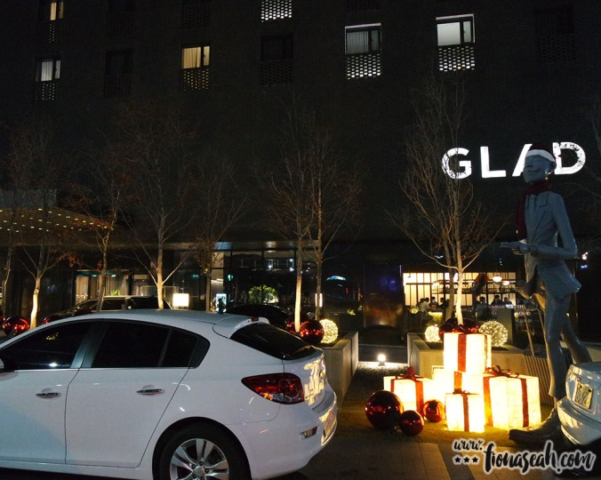 GLAD Hotel Yeouido at night