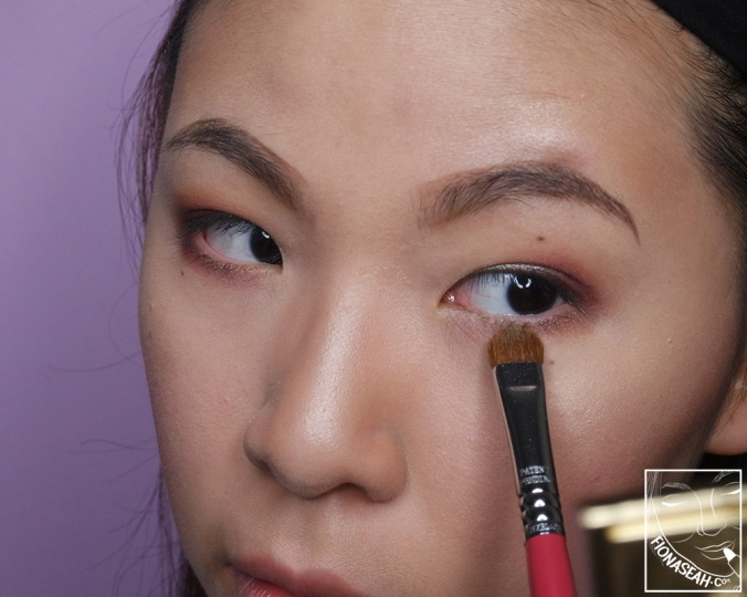 Complete the look with some colours (can be in the same sequence as those on the lid) on the lower lash line