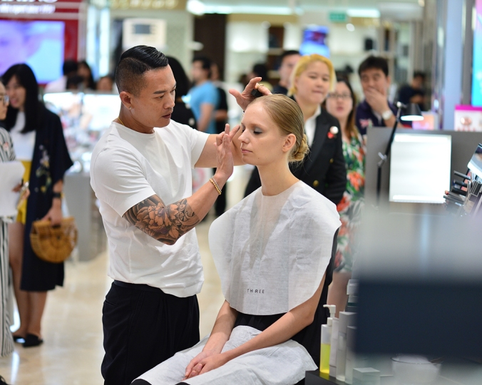 Celebrity makeup artist Peter Khor showing us the tricks of the trade!