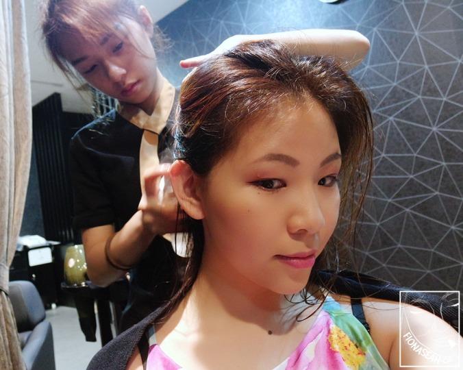 Collagen deep moisturising mask application