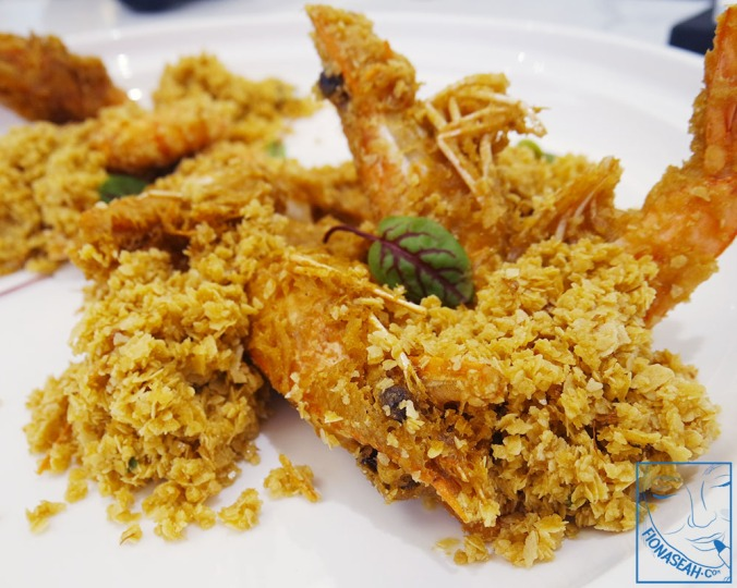 Chef recommended deep-fried butter prawns ($6++/pc, min. 6 for live prawns OR S$15++/pc, min. 4 for king prawns)