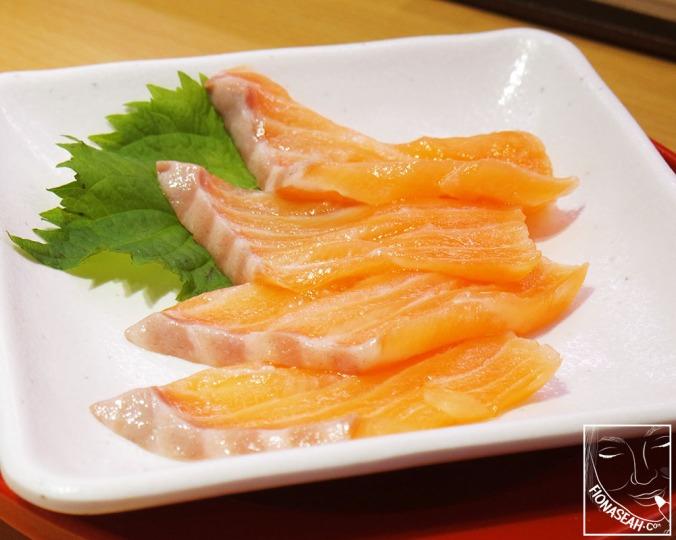 Salmon Sashimi (S$4.80)