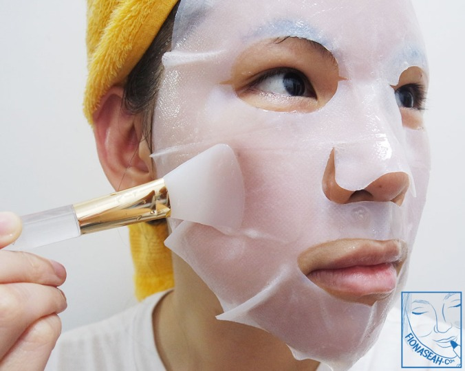 Use a spatula (or a mask applicator) to flatten out the mask. You can find cheaper alternatives on marketplaces like Shopee going for as low as $1!
